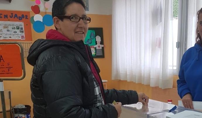 La Gloria Mas va ser una de les primeres votants del seu col·legi electoral. Font: Dincat. Font: Font: Dincat.