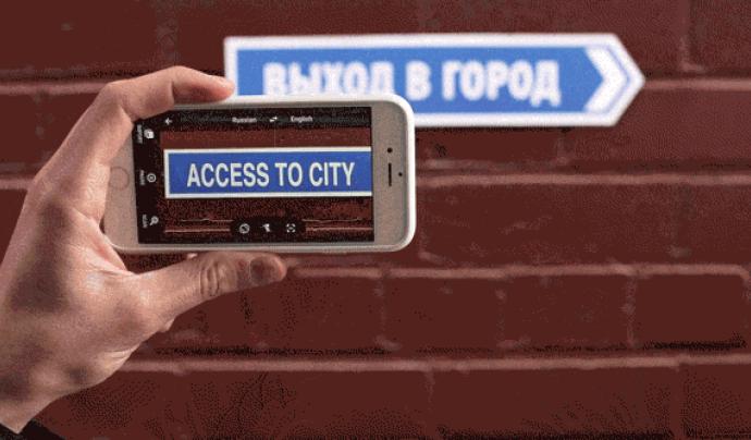 Una funcionalitat de realitat augmentada tradueix els cartells en altres idiomes