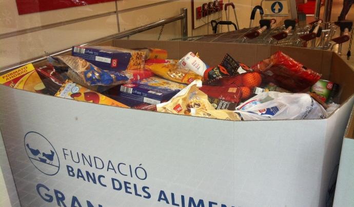 Caixa plena d'aliments en la campanya del Gran Recapte