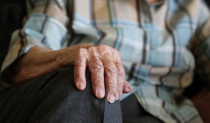 La soledat no desitjada en persones grans requereix un abordatge integral. Font: Pixabay