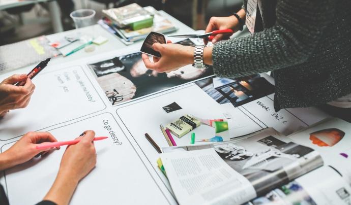 Col·laboració i treball en grup - Font: pexels.com