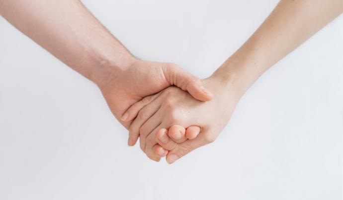 Tot i que és recomanable que s'indiqui en situacions com la cura de familiars o de tercers. Font: Unsplash. Font: Font: Unsplash.