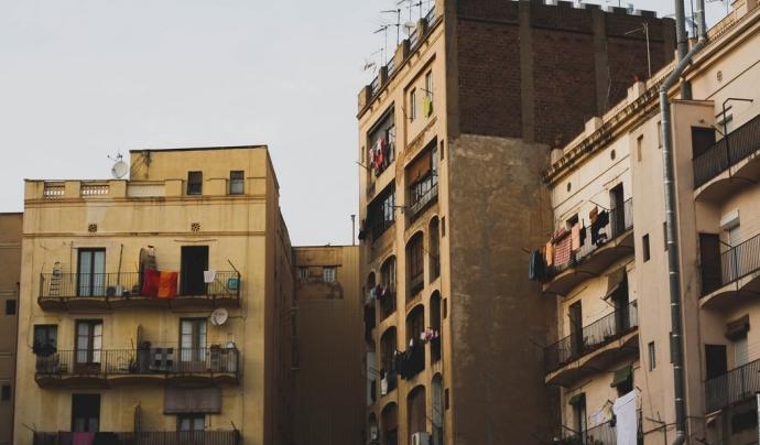 La nova llei pretén cobrir al 70% de les persones llogateres de Catalunya i al cap d'un any, els òrgans competents per cada municipi hauran d'aprovar la continuïtat de la regulació. Font: Unsplash. Font: Font: Unsplash.