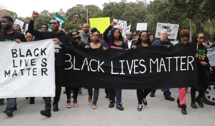 El moviment #BlackLivesMatter és la temàtica dun dels llibres recomanats Font: The Conversation
