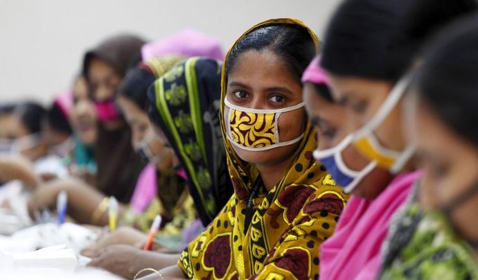 Les dones estan sent particularment vulnerable als acomiadaments i a la pèrdua de mitjans de vida a causa de la pandèmia. Font: Organització Internacional del Treball