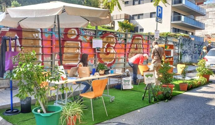 La iniciativa té l'objectiu de reivindicar un model de ciutat que posi al centre el medi ambient i les persones.  Font: Park(ing) Day