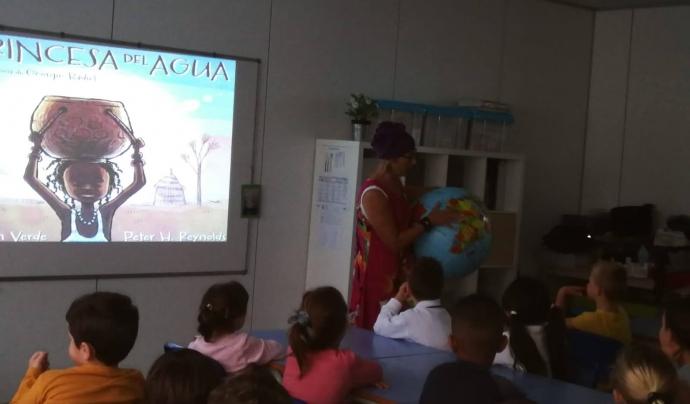 La representació del conte 'La princesa de l'aigua' en una classe Font: OAT