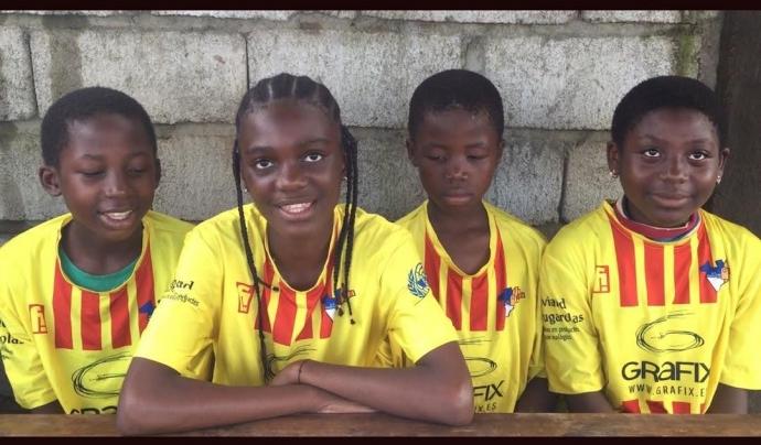 Participants al projecte de l'AE Ramassà a Etetack, un barri de Yaoundé, al Camerun. Font: AE Ramassà
