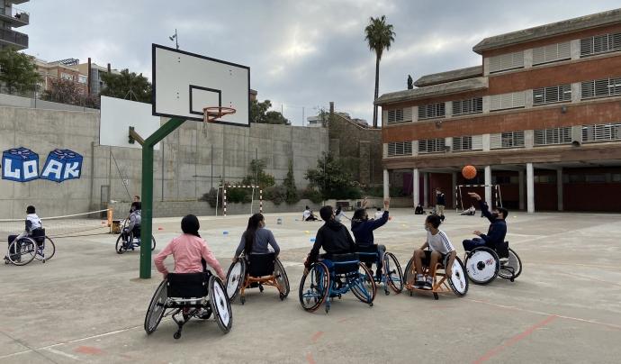 La pràctica d'esport adaptat és una de les principals activitats que organitzen a les escoles. Font: Associació Capaç i Vàlida