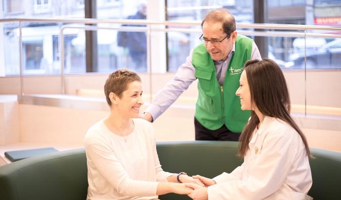 L'AECC ofereix servei d'atenció gratuïta tant als pacients com als familiars.  Font: AECC