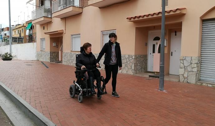 De la mà del servei d'assistència personal, l'Ana ha pogut viatjar, apuntar-se a cursos, anar a comprar sola...