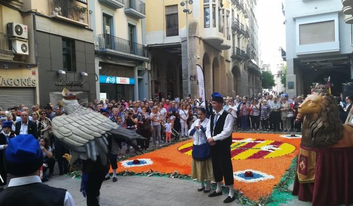 El ball de l'àliga, l'element més rellevant de la cultura popular i tradicional, amb les catifes de flors al darrere Font: Patronat del Corpus de Lleida