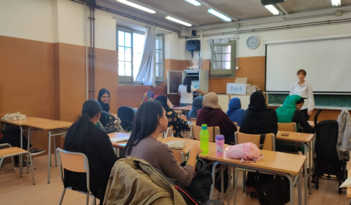 El 16 d'octubre es va realitzar la sessió d'empoderament sobre drets laborals amb l'Anna Olivos, experta en drets de la migració Font: Colectic