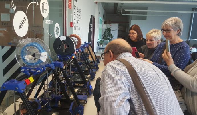 Amb altres companyes i companys descobrint el món de la impressió 3D Font: Punt TIC de Palau-solità i Plegamans