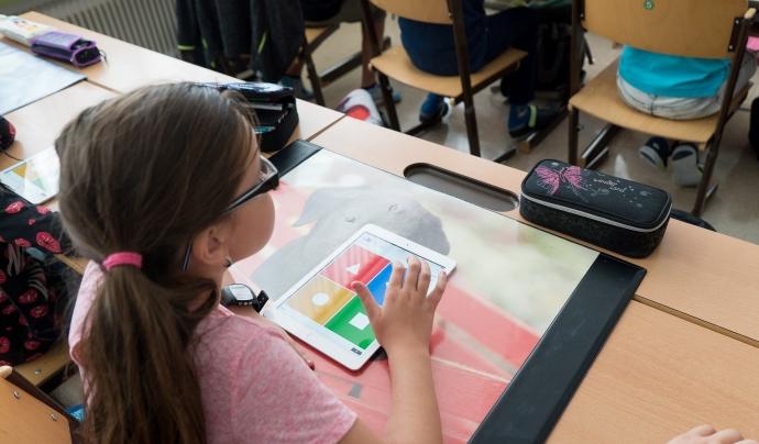 Una nena juga al Kahoot a classe. Font: Stefan Meller (Pixabay)