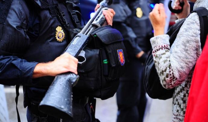 L'informe 'Stop bales de goma' vol que aquesta arma es prohibeixi a Espanya. Font: Irídia - Edgar Celada