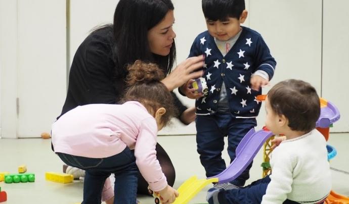 L'entitat treballa amb referents positius en els que l'infant tingui suport i pugui confiar. Font: Unsplash.  Font: Font: Associació Educativa Itaca.