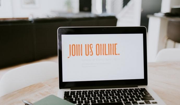 Les entitats han de tenir en compte els beneficis fiscals que deriven de les formacions en línia. Font: Unsplash. Font: Unsplash