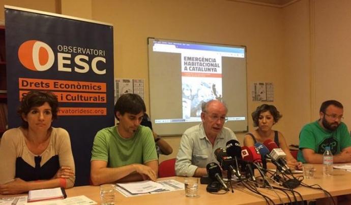 Membres de l'Observatori DESC presentant un informe Font: ODESC