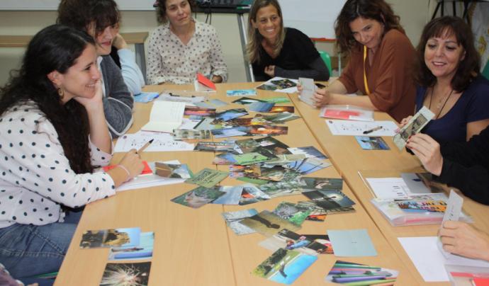 Persones assistents participant a una dinàmica de la 13a Jornada de Voluntariat i Salut. Font: Voluntaris.cat