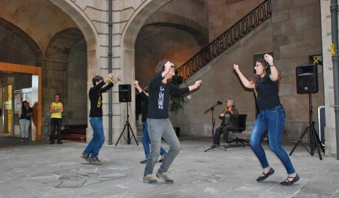 Moment de l'actuació del grup La Clavellinera en la presentació del Congrés al Palau Marc