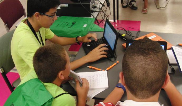 Les TIC plantegen certs riscos a la població jove que cal evitar a partir de l'educació en el seu ús. Font: Olga Berrios