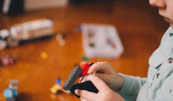 Entre un 15 i un 25% dels infants ha patit o pateix abús a la infància, i un 4% es manifesta de forma reiterada. Font: Unsplash. Font: Font: Unsplash.