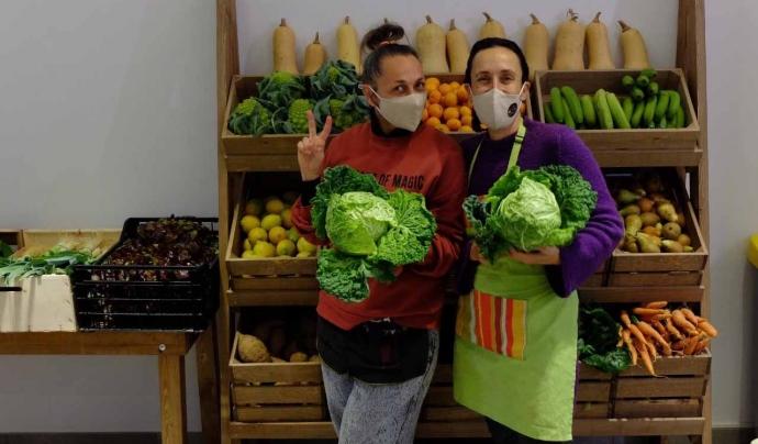 Mostres de satisfacció el primer dia de funcionament del supermercat cooperatiu La Feixa Font: La Feixa