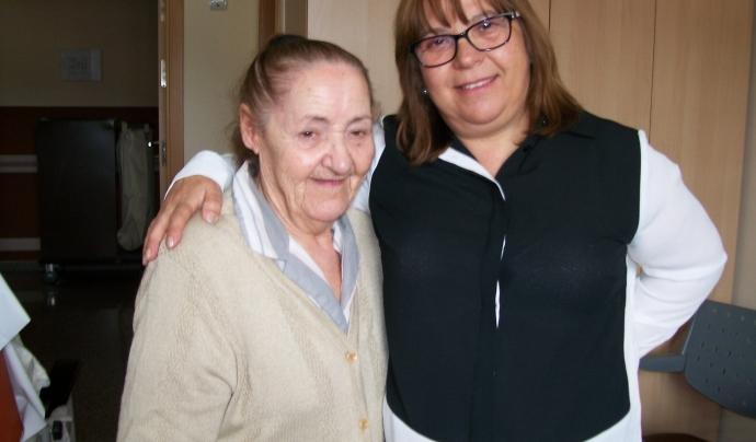La Felcitas amb l'Elvira, psicòloga de la FNSDA Font: Fundació Nostra Senyora dels Àngels