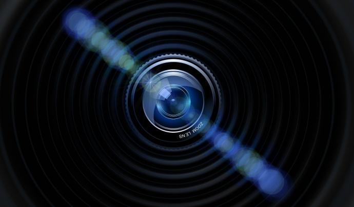 Detall d'una lent d'una càmera de fotos. Font: Gerd Altmann (Pixabay)