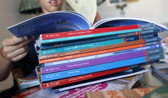 Llibres de text Font: Az