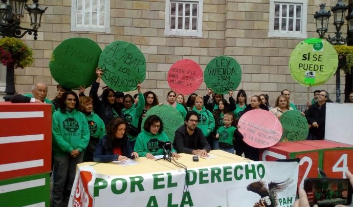 Membres de la PAH el dia que el Govern de Sánchez anunciava que retiraven el recurs d'insconstitucionalitat. Font: PAH Barcelona Font: PAH Barcelona