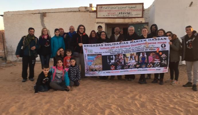Brigadas Solidarias Mariem Hassan en un campament sahrauí. Font: Marcos Costa