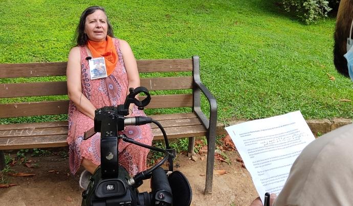 Luz Marina Hache durant l'entrevista en vídeo amb Xarxanet. Font: Carlos Faneca