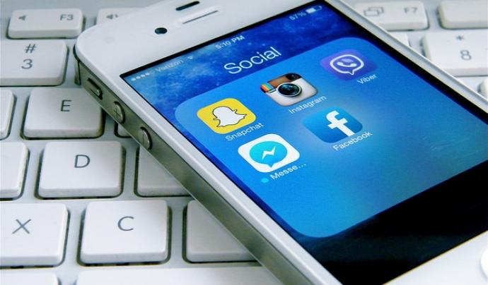 Els dispositius des dels quals fem servir les xarxes socials. Font: Magicartwork a Flickr