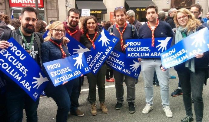 Membres de la Federació Catalana d'Escoltisme i Guiatge a la manifestació #VolemAcollir