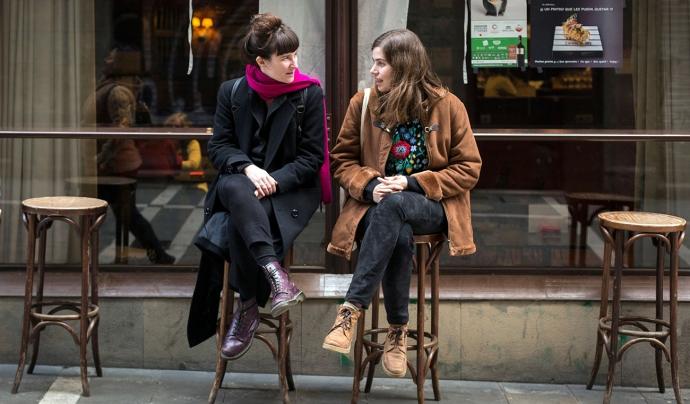 Marga Almirall (a la dreta) i Marta Nieto són les responsables dels projectes educatius de la cooperativa de cinema El Drac Màgic.  Font: El Drac Màgic