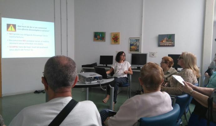 Marta Raventós fa tres anys que col·labora al projecte contra la pobresa energètica, impulsat arran de la mort de l'àvia de Reus. Font: FATEC