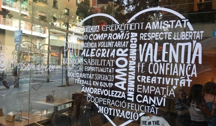 Aparador 'Marticoffee' en un cor amb paraules