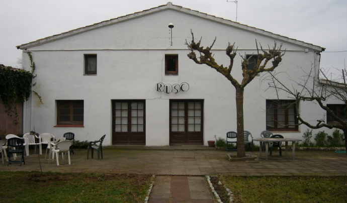 La masia, una de les tres ubicacions de la fundació, on es fan els tallers