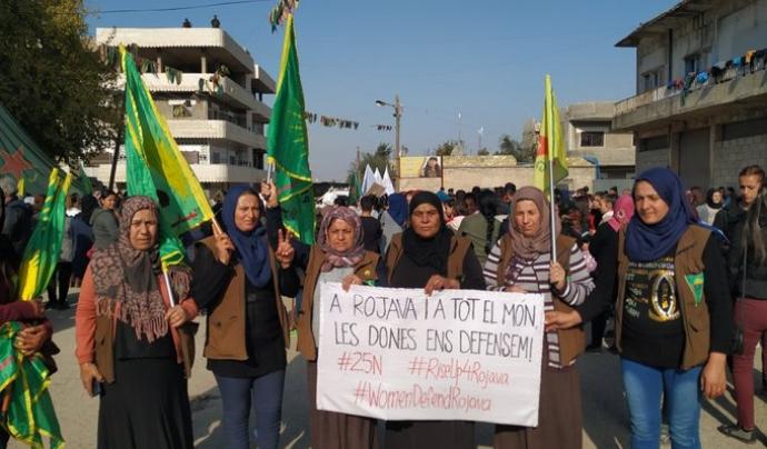Women Defend Rojava (Matriu) Font: Matriu