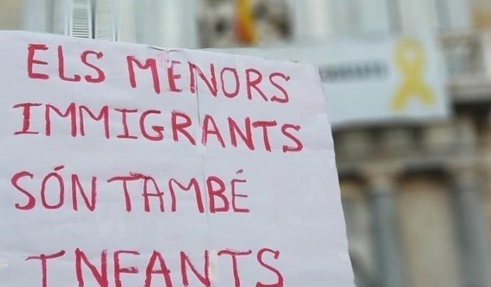El terme 'mena' no és normatiu en llengua catalana. Font: Punt de Referència (Change.org)