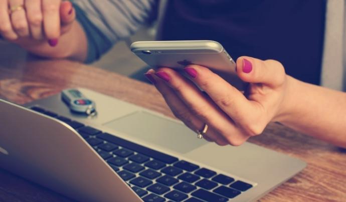 L'idCat Mòbil és vàlid per a certs tràmits entre entitats i administracions catalanes com ara la Generalitat o els ajuntaments. Font: Unsplash. Font: Unsplash