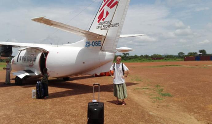 La Victòria Pagès a l'aeroport agafant un avió intern de Ndele a Bangui, a la República Centreafricana.