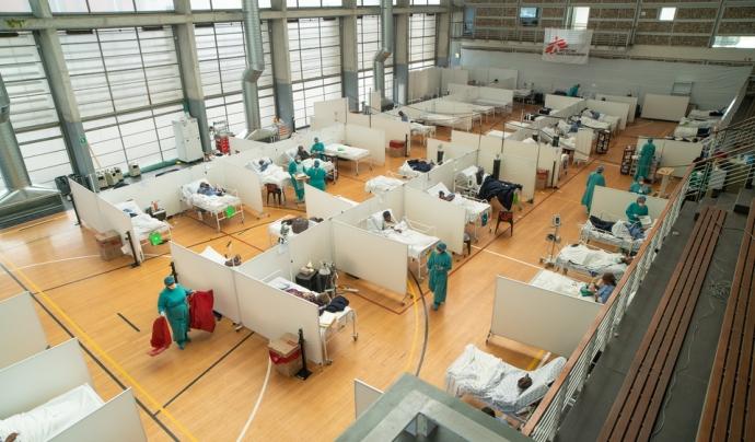 MSF prepara un hospital de campanya Sud-Àfrica per treure pressió al Khayelitsha Field Hospital Font: MSF/Rowan Pybus (@Makhulu_)