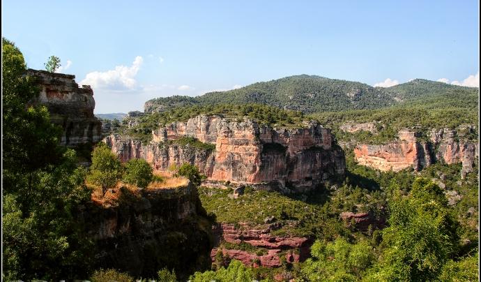 Hi ha indrets i paisatges a cada territori vinculats amb valors espirituals, com el cas del Montsant (imatge: flickr/cibercorsario)
