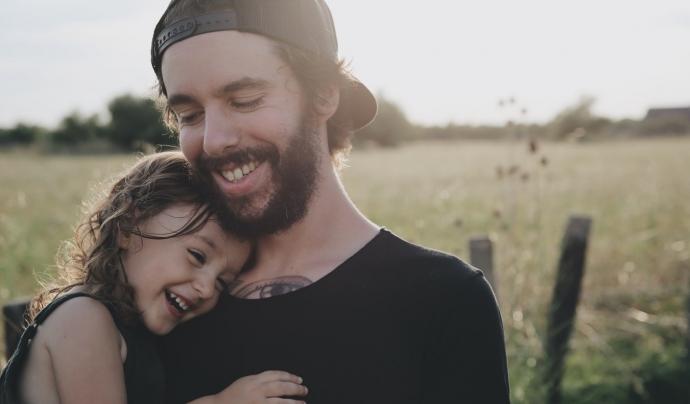 La fundació dona assessorament psicosocial a les famílies perquè donin suport als seus fills i filles. Font: Unsplash. Font: Font: Unsplash.