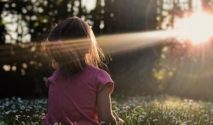 És molt important que quan l'infant expliqui els fets, se'l cregui i no se'l victimitzi. Font: Unsplash. Font: Font: Unsplash.