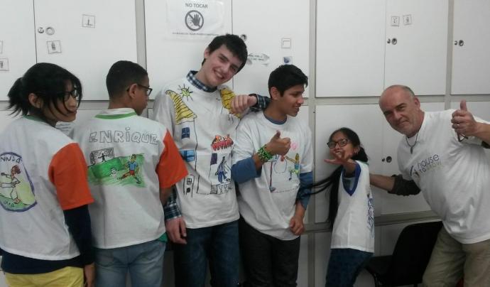 """Els nens de l'hospital Sant Joan de Déu partipan en el projecte de teràpia artística """"Pintando sueños"""""""