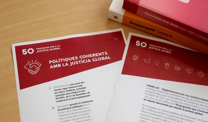 Lafede.cat presenta '50 demanden per a la Justícia Global' als partits polítics.  Font: Pexels (Llicència CC)